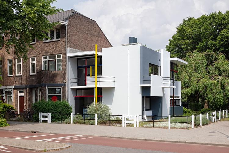 Figura 3. Casa Schröder, Gerrit Rietveld, Trus Schröder (1924): uso abstracto de los materiales que niega completamente su esencia.